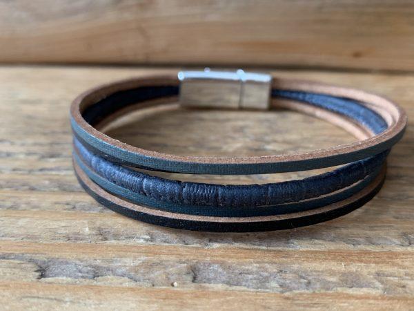Donker blauwe armband